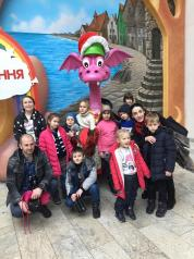 Сільські діти пільгових категорій мальовничого села Дрозди, що на Білоцерківщі провели незабутній, сповнений яскравих вражень день в київському парку атракціонів «Happylon»