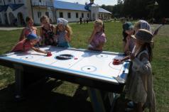 У дитячий табір – новий аерохокей та спортінвентар